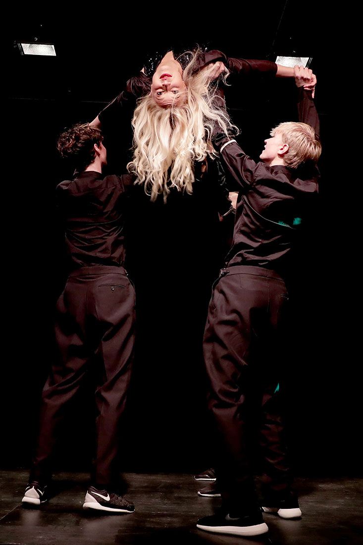 Grymma dansare från Base23