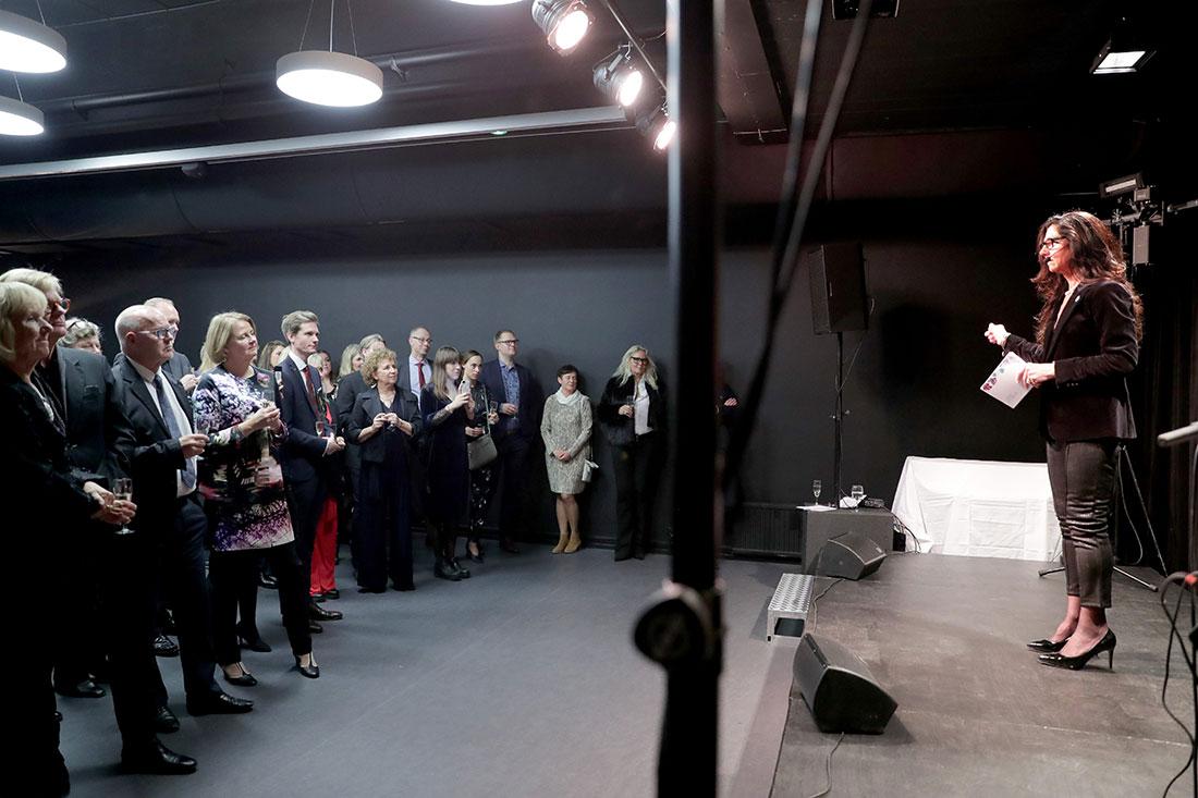 Lena Ahlström & förväntansfull publik