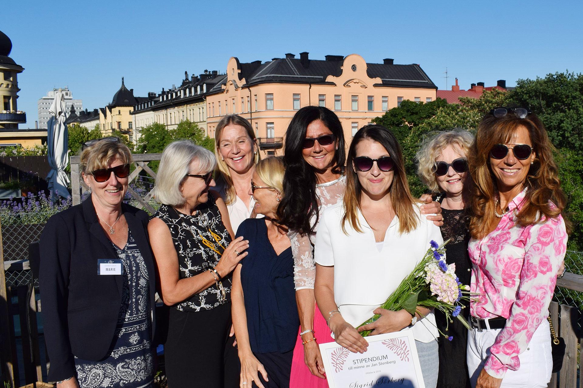 På bild från vänster till höger: Marie Molin, Marie Ehrling, Carola Mättää, Bibi Rödöö, Lena Ahlström, Sigrid Sörberg, Gry Mölleskog och Marita Hellberg